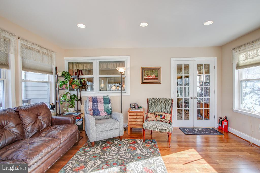 4 seasons room off kitchen, TONS of natural light! - 4616 UPLAND DR, ALEXANDRIA