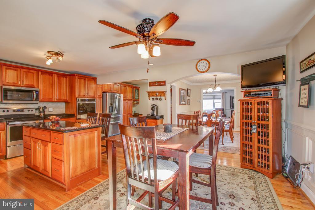 Open Floor Plan Perfect for entertaining! - 4616 UPLAND DR, ALEXANDRIA