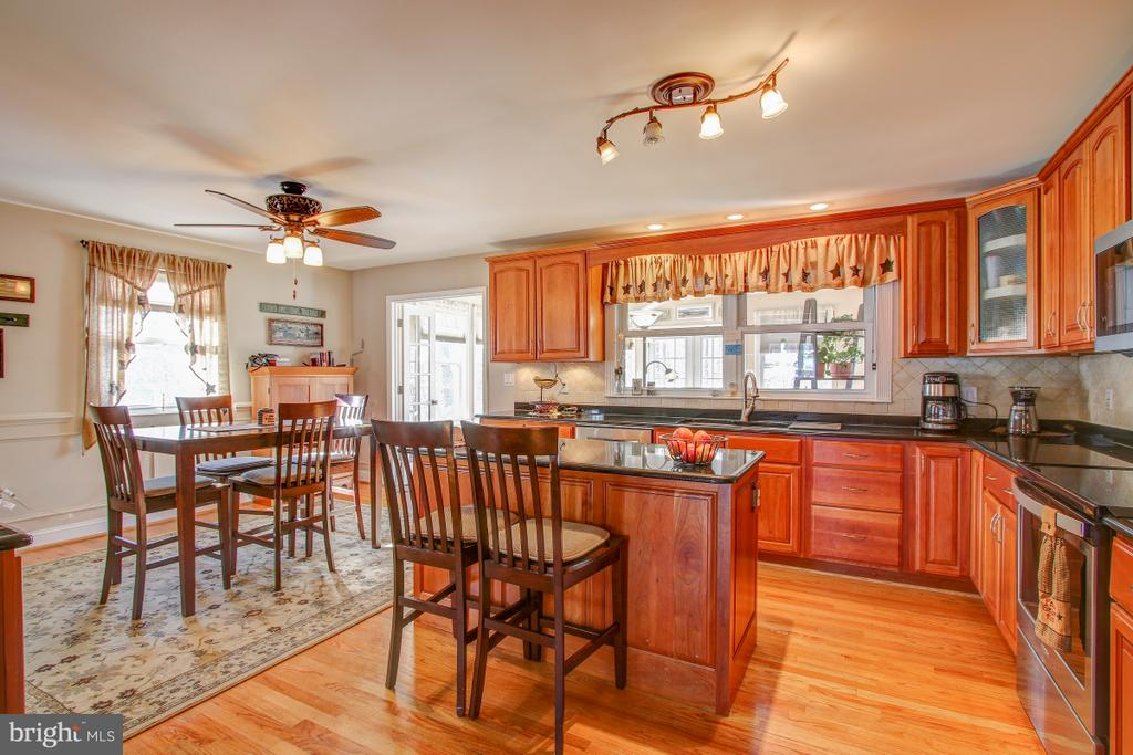 Granite Counters, Ample Cabinet Space! - 4616 UPLAND DR, ALEXANDRIA