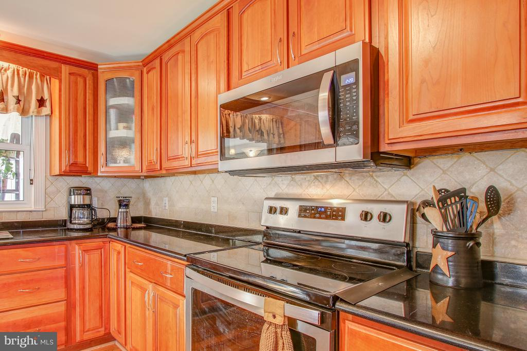 Updated SS Appliances, double oven! - 4616 UPLAND DR, ALEXANDRIA