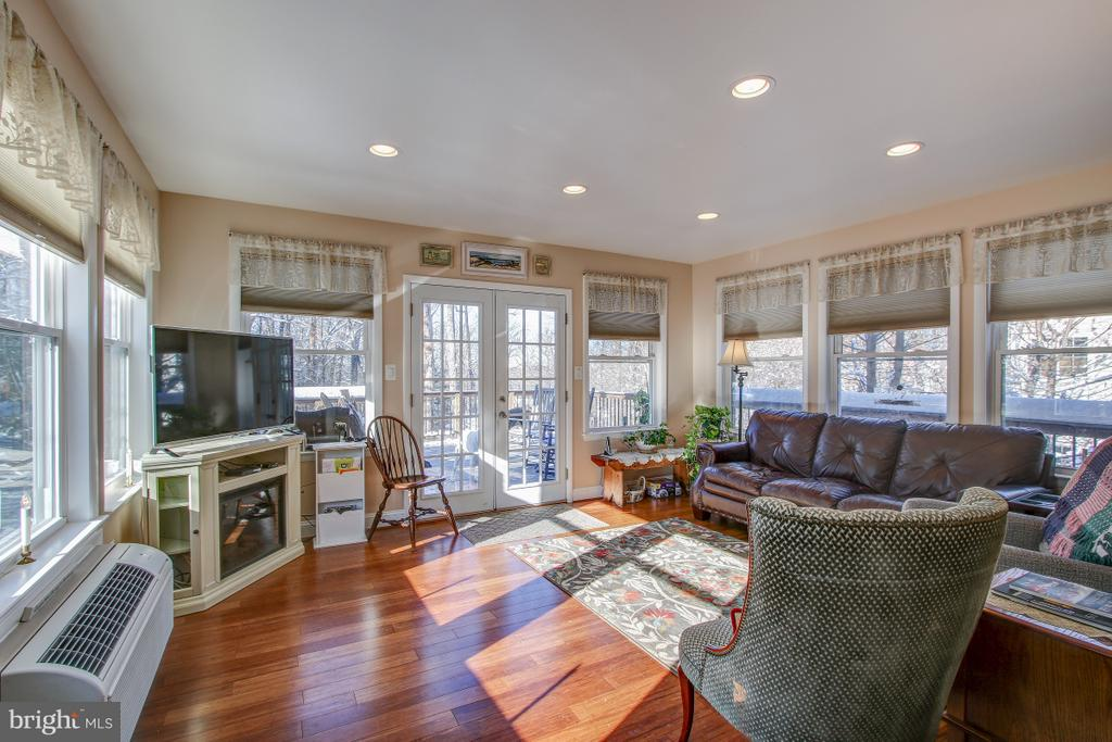 Four seasons room just off of Kitchen! - 4616 UPLAND DR, ALEXANDRIA