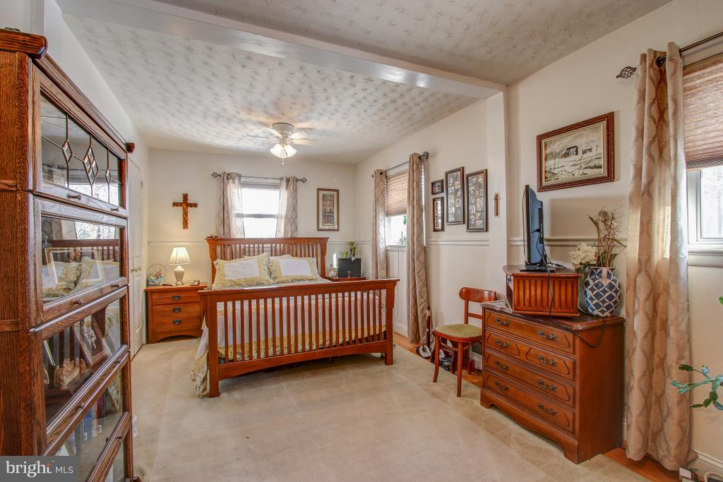 Large bedroom on upper used to be 2 bedrooms - 4616 UPLAND DR, ALEXANDRIA