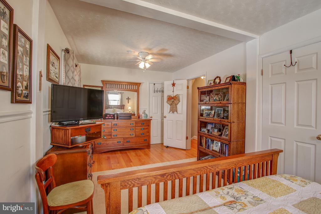 Hardwoods in Bedroom - 4616 UPLAND DR, ALEXANDRIA