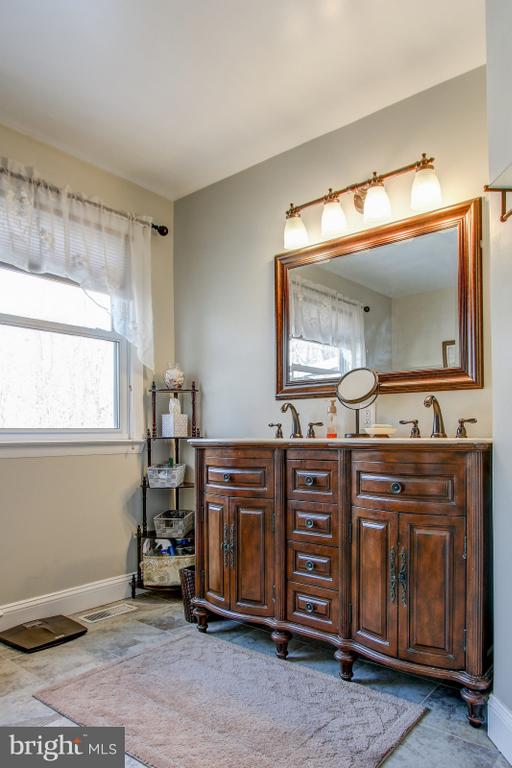 Double Sink in Master bath - 4616 UPLAND DR, ALEXANDRIA