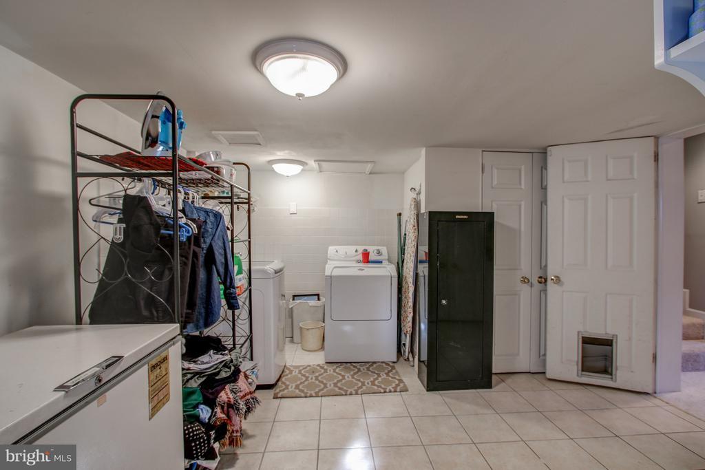 Utility room w/laundry - 4616 UPLAND DR, ALEXANDRIA