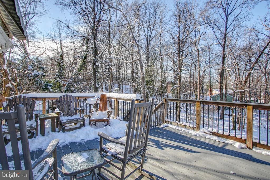 Deck in rear is perfect for entertaining! - 4616 UPLAND DR, ALEXANDRIA