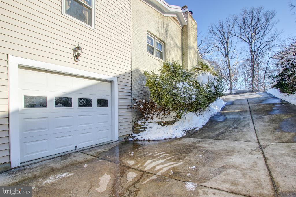 1 Car Garage, Concrete Driveway! - 4616 UPLAND DR, ALEXANDRIA