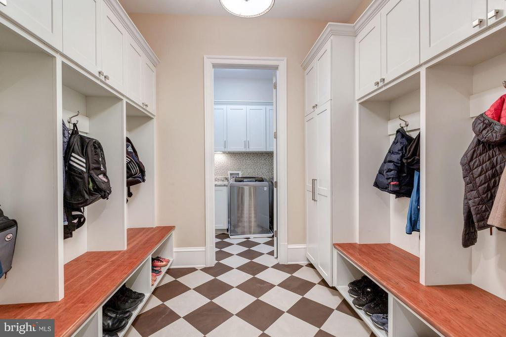 Main Level - Mud Room - 8459 PORTLAND PL, MCLEAN