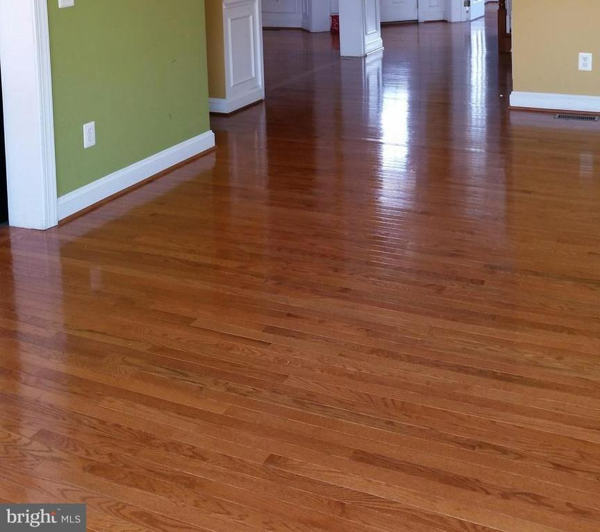 Beautiful hard wood floors on the main level. - 44064 RIVERPOINT DR, LEESBURG