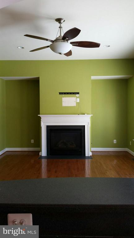 Family room off of the kitchen - 44064 RIVERPOINT DR, LEESBURG