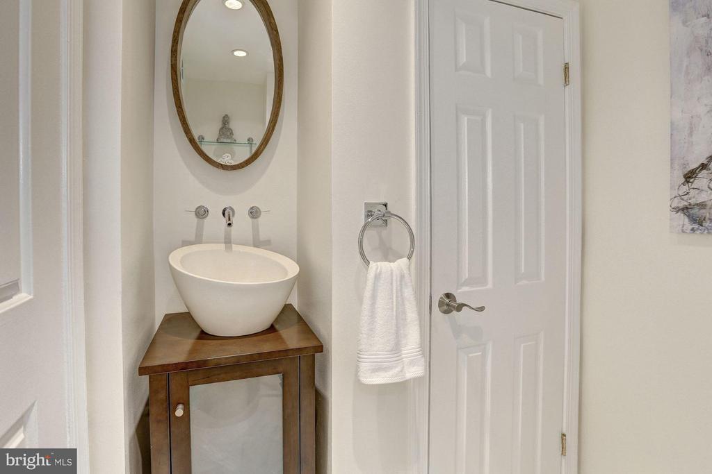 Main Level - Full Bath - 1416 21ST ST NW #301, WASHINGTON