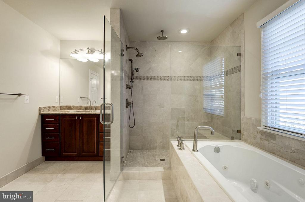 Master Bath - 6614 19TH RD N, ARLINGTON