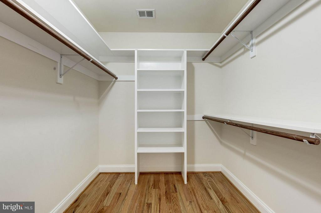 Walk-In-Closet detail - 6614 19TH RD N, ARLINGTON