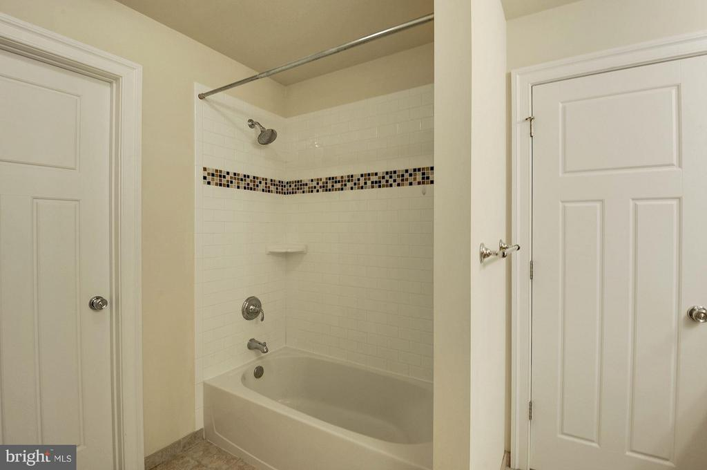 Bathroom - 6614 19TH RD N, ARLINGTON