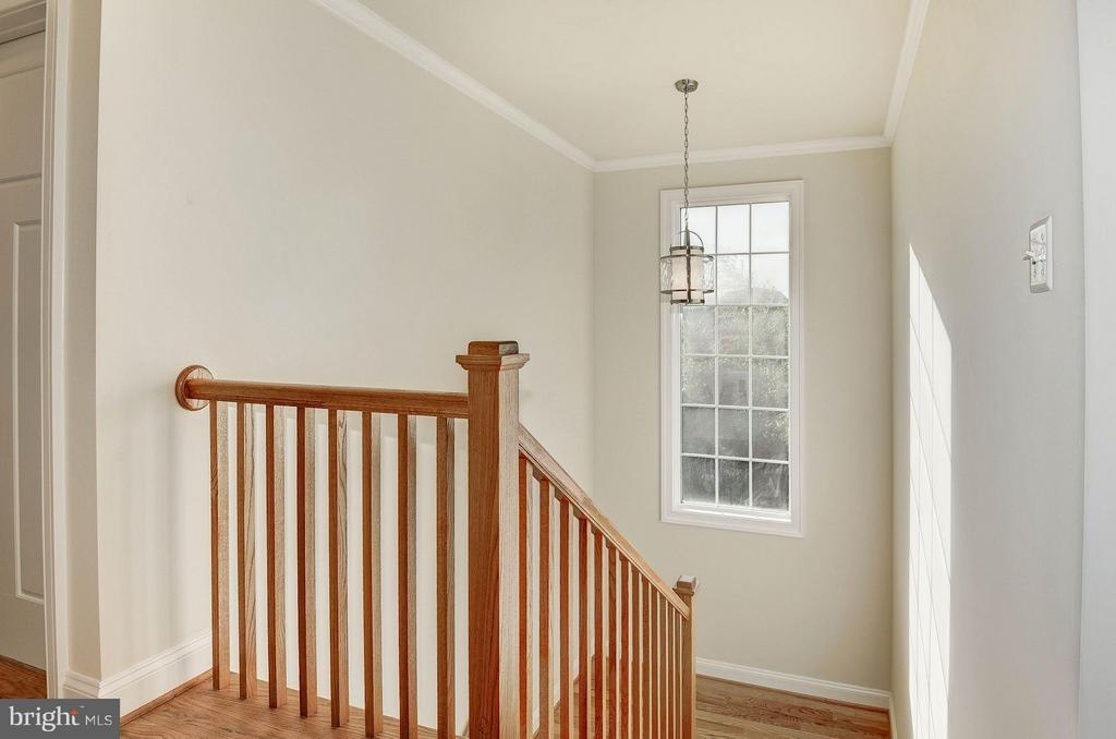 Open Staircase - 6614 19TH RD N, ARLINGTON