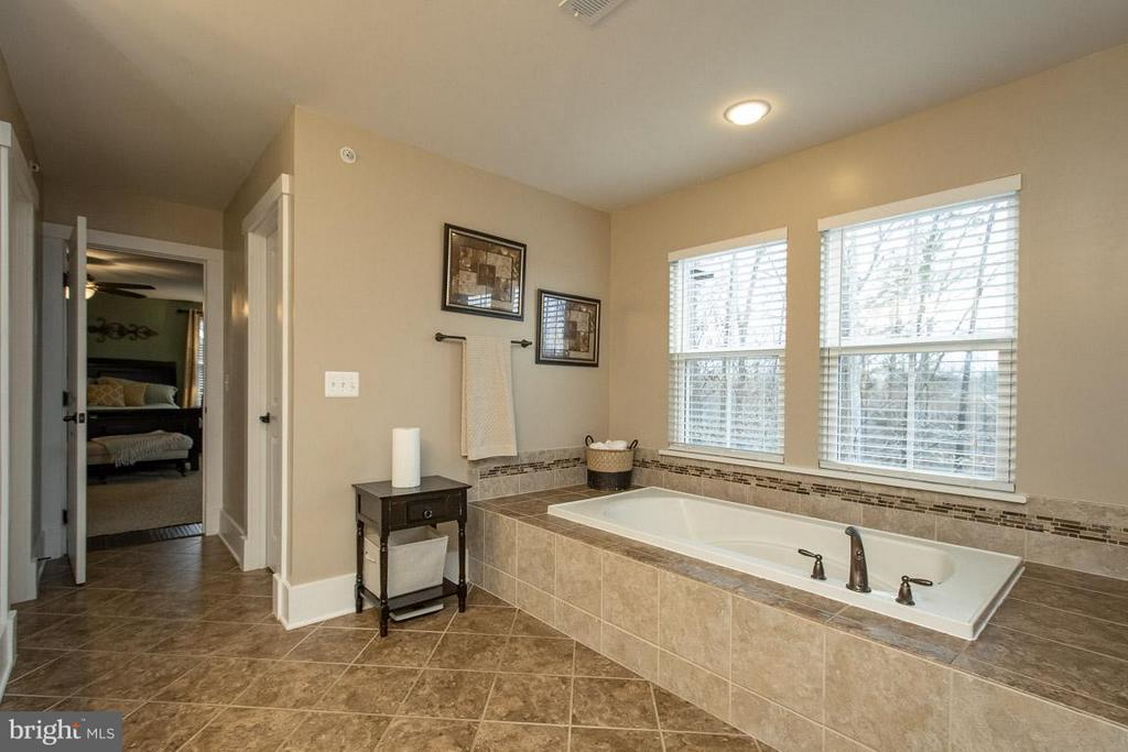 Large soaking tub! - 16964 TAKEAWAY LN, DUMFRIES