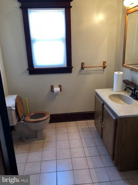 1st level Powder room - 1123 MICHIGAN AVE NE, WASHINGTON