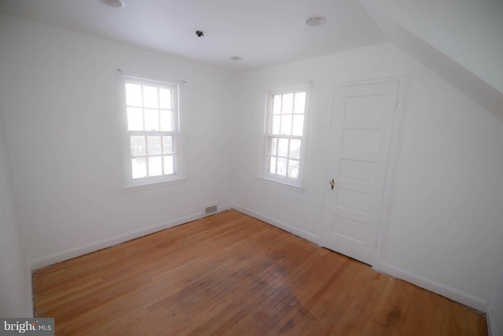 Bedroom #2 - 4533 WINDSOR LN, BETHESDA