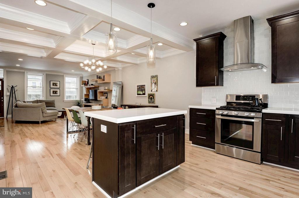Open flow of space is perfect for entertaining. - 541 SHEPHERD ST NW, WASHINGTON