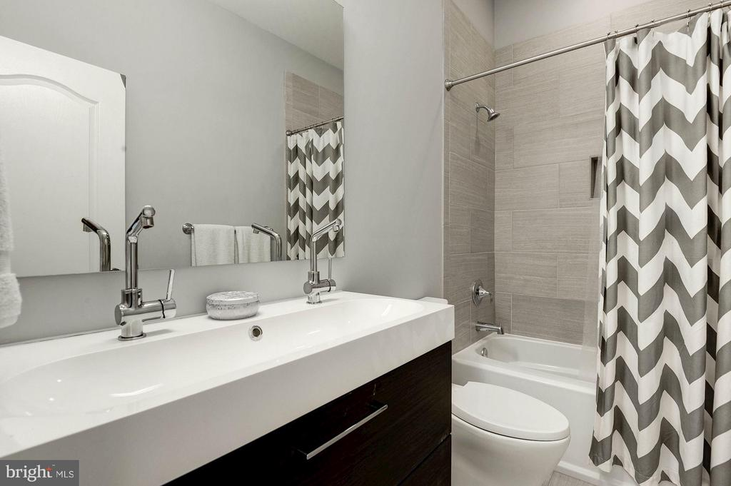 Hall bath with double sink and tub. - 541 SHEPHERD ST NW, WASHINGTON