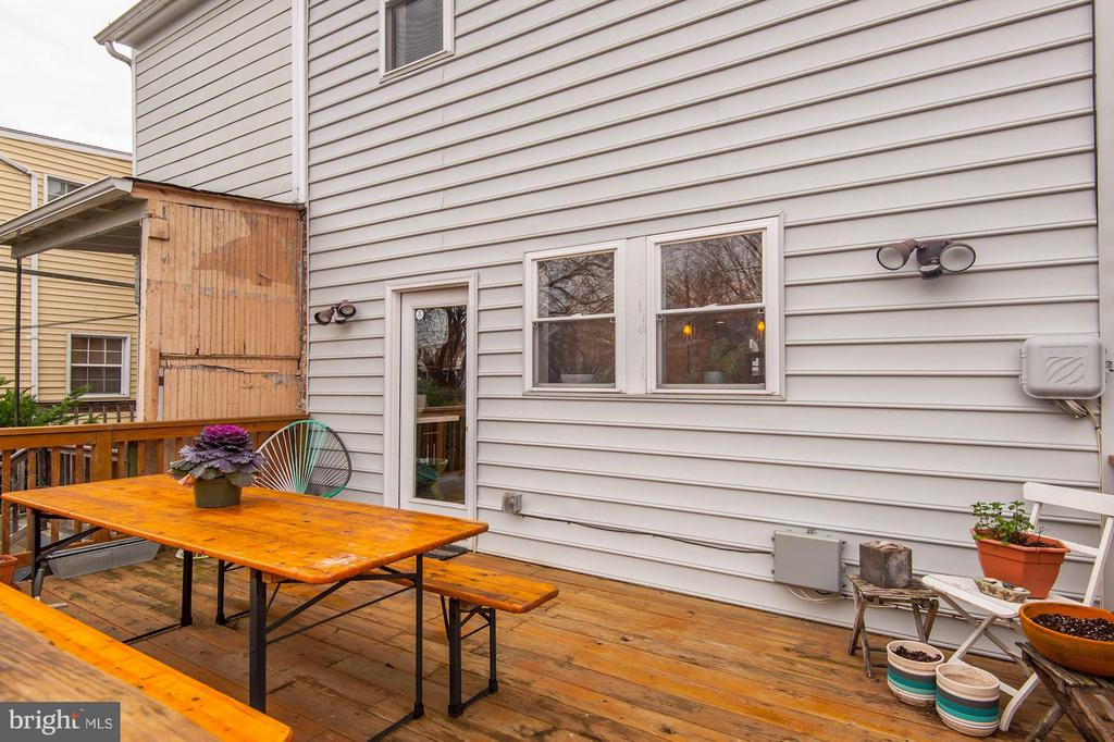Great space for dining and herb garden - 541 SHEPHERD ST NW, WASHINGTON