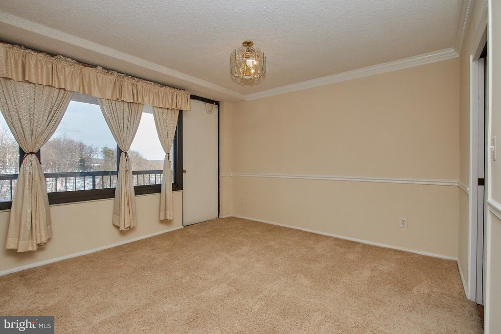 large dining area - 5500 HOLMES RUN PKWY #805, ALEXANDRIA