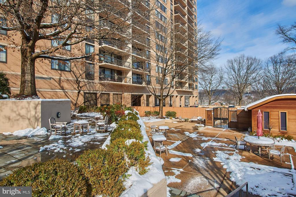 Amenities incl. Dog Park, Pool House, Cabana - 5500 HOLMES RUN PKWY #805, ALEXANDRIA