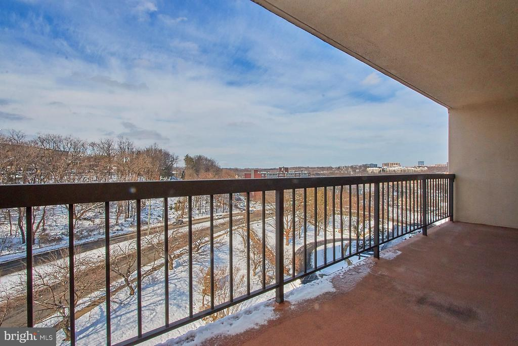 Enjoy expansive patio with panoramic views! - 5500 HOLMES RUN PKWY #805, ALEXANDRIA