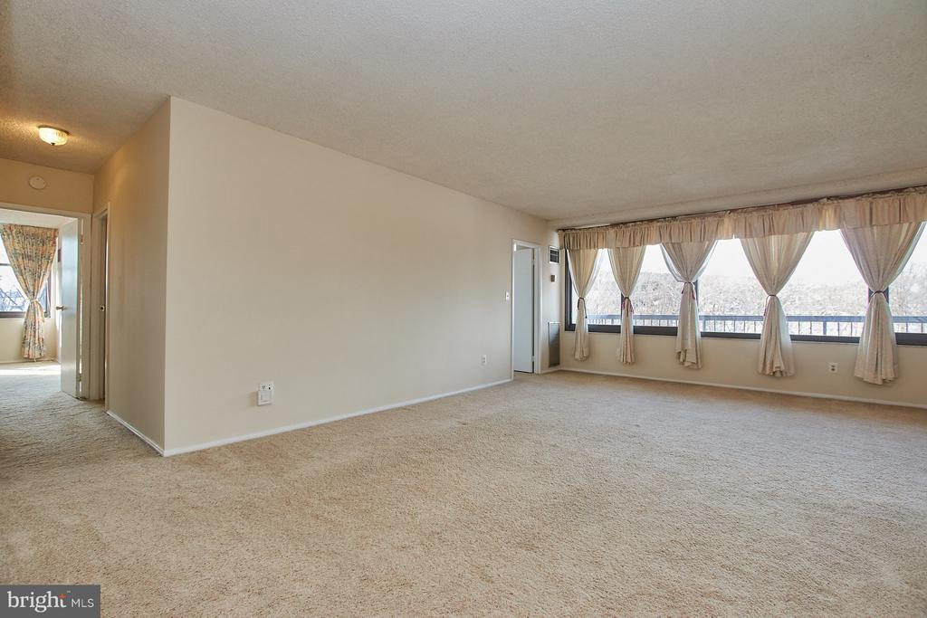 Large, open and bright interior space - 5500 HOLMES RUN PKWY #805, ALEXANDRIA