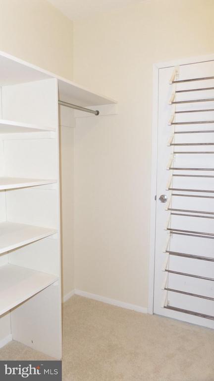 Walk-in closet - 4141 N HENDERSON RD #715, ARLINGTON