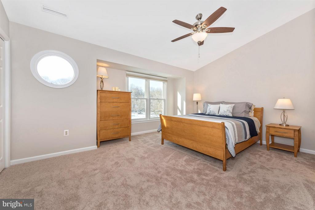 Spacious master bedroom - 6632 E BEACH DR, NEW MARKET