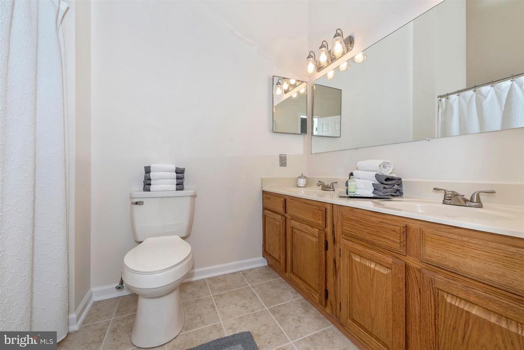 Master bath-double vanity and skylight! - 6632 E BEACH DR, NEW MARKET