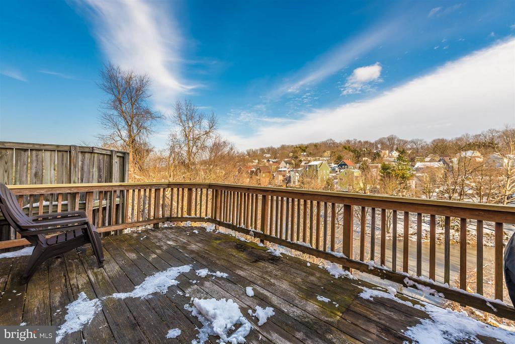 Deck off kitchen - 6632 E BEACH DR, NEW MARKET