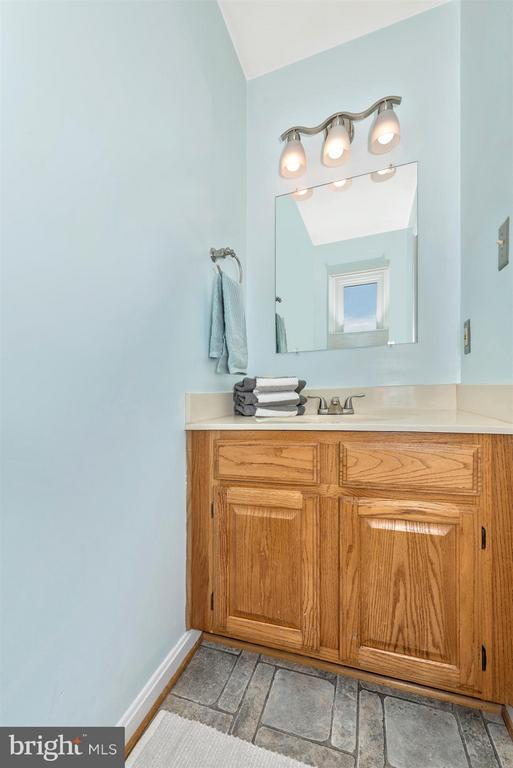 Powder room off the kitchen - 6632 E BEACH DR, NEW MARKET