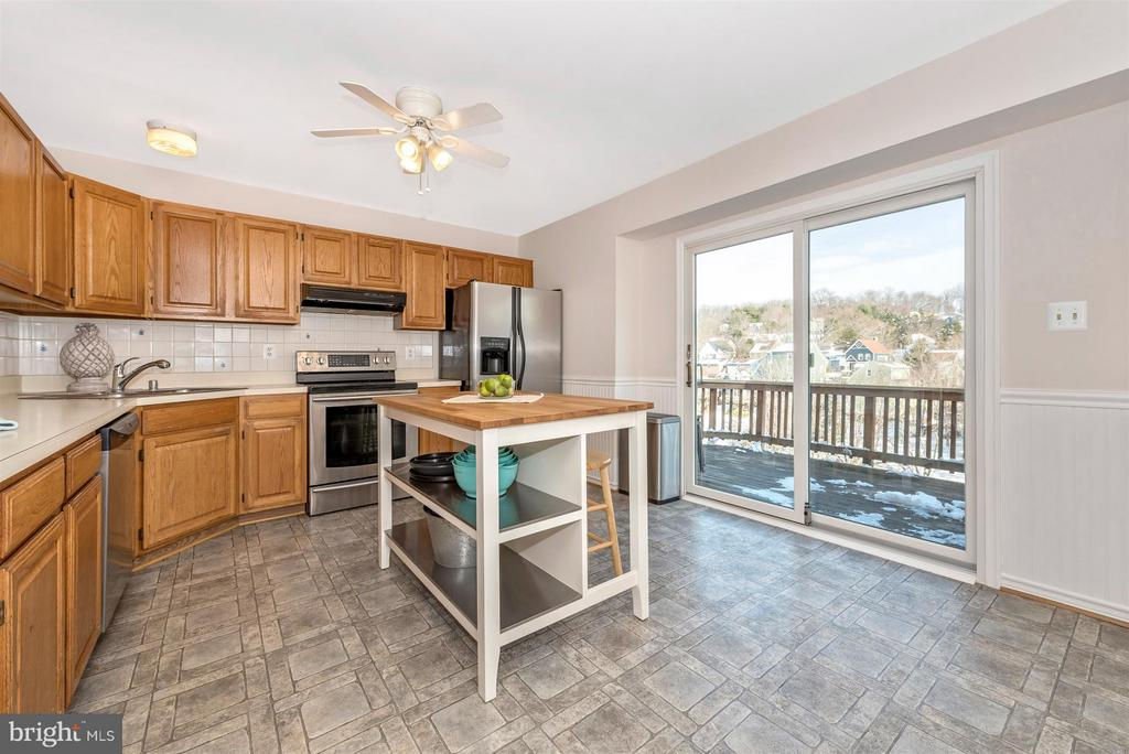 Spacious kitchen with room for a dining table - 6632 E BEACH DR, NEW MARKET