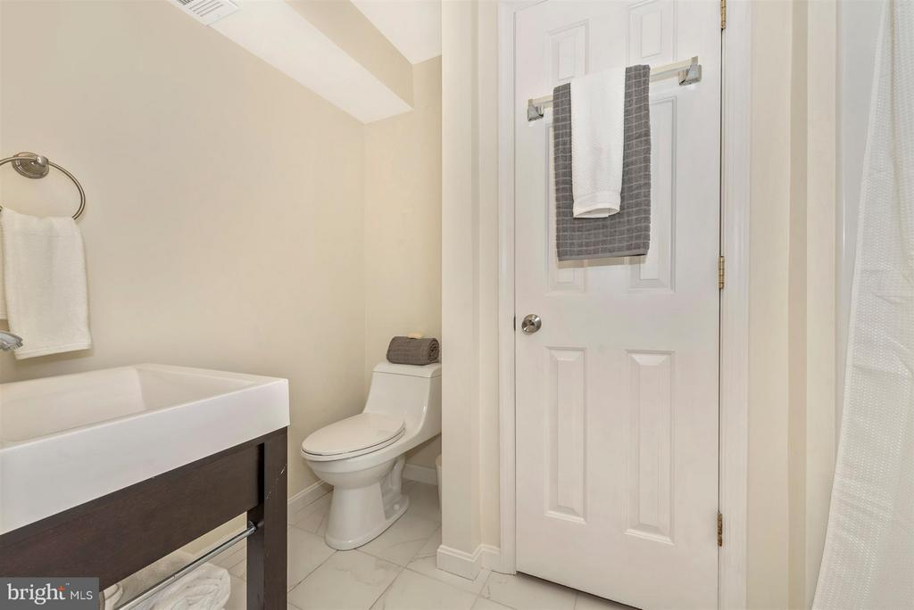 New lower level full bath - 6632 E BEACH DR, NEW MARKET