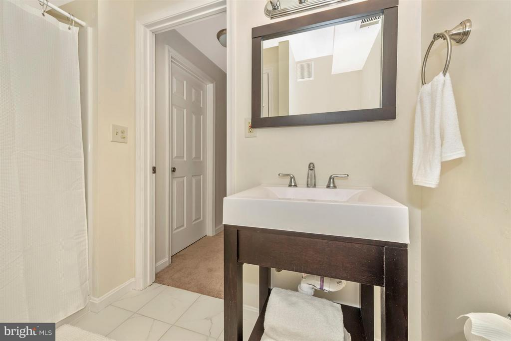 lower level bath - 6632 E BEACH DR, NEW MARKET