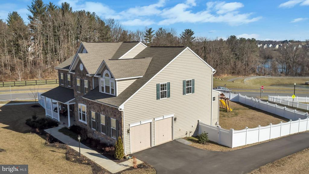 Exterior View - Drone photo - 17800 AIRMONT RD, ROUND HILL