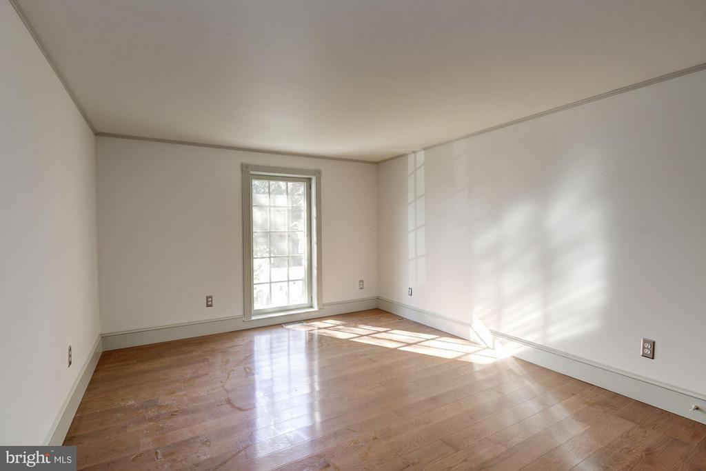 Oakdale Hall Mezzanine Level - Bedroom - 16449 ED WARFIELD RD, WOODBINE
