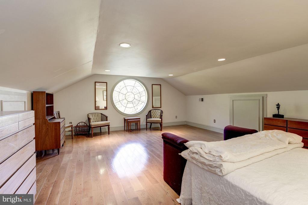 Oakdale Hall 2nd Floor - Bedroom - 16449 ED WARFIELD RD, WOODBINE