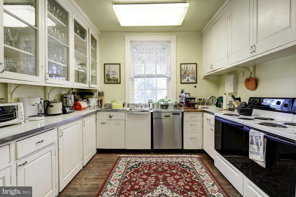 Butler's Pantry/2nd Kitchen - 16449 ED WARFIELD RD, WOODBINE