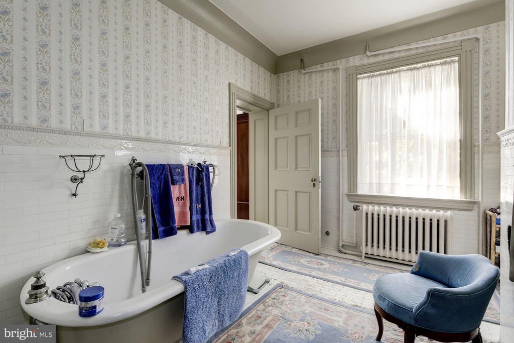 Master Bath - 16449 ED WARFIELD RD, WOODBINE