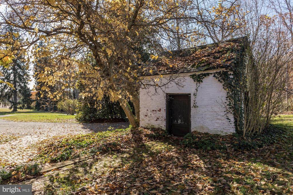 Smoke House - 16449 ED WARFIELD RD, WOODBINE