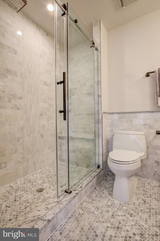 Spa-inspired master bath & shower - 406 N ST NW, WASHINGTON