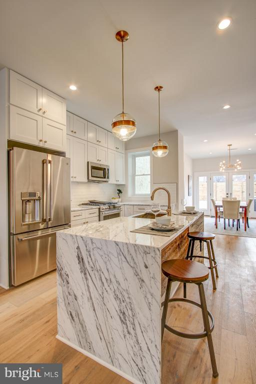 Kitchen island - 406 N ST NW, WASHINGTON