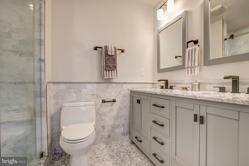 Double vanity in master bath - 406 N ST NW, WASHINGTON