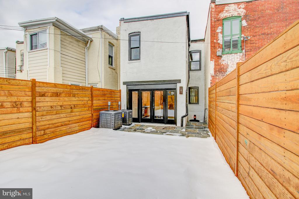 Private yard and flagstone patio - 406 N ST NW, WASHINGTON