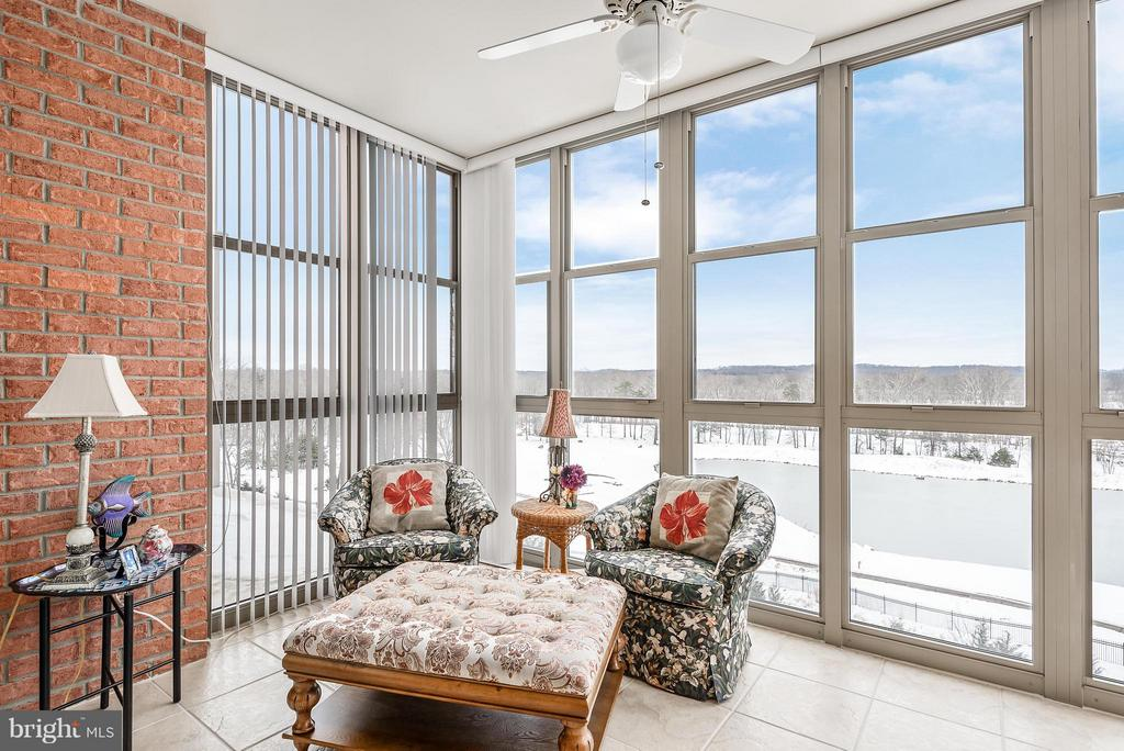 Incredible views of pond on Golf Course in Sunroom - 19360 MAGNOLIA GROVE SQ #101, LEESBURG