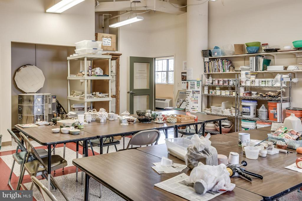 Ceramic Studio in Clubhouse - 19360 MAGNOLIA GROVE SQ #101, LEESBURG
