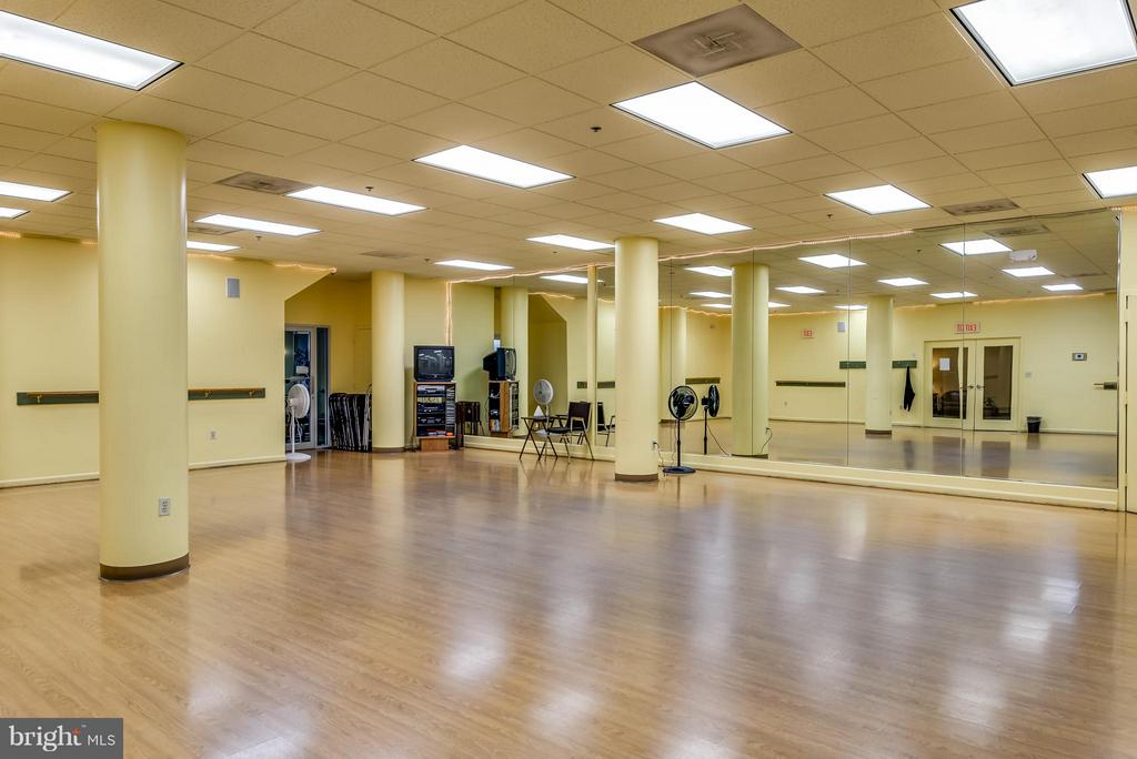 Exercise Room in Clubhouse - 19360 MAGNOLIA GROVE SQ #101, LEESBURG